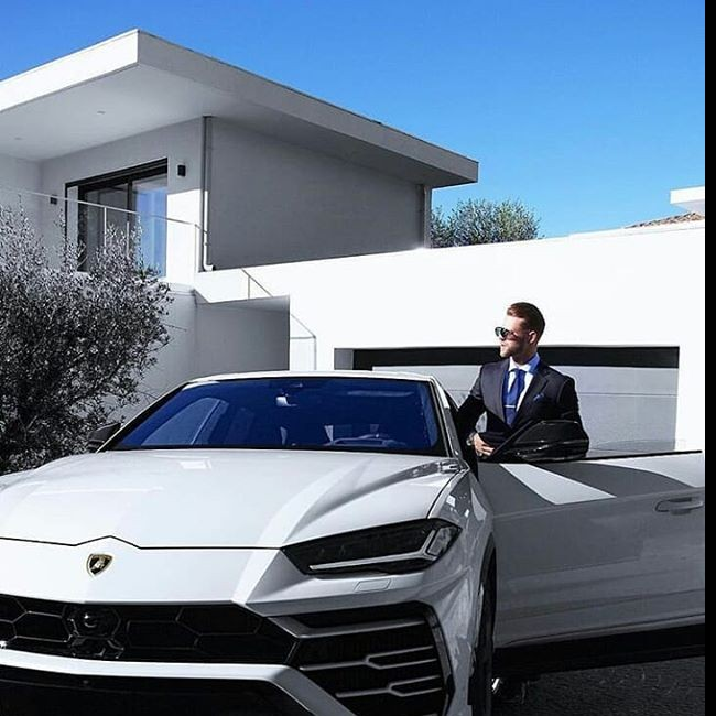 #lamborghiniurus #businessmen #enterpreneur #white #menfashion #luxurylife